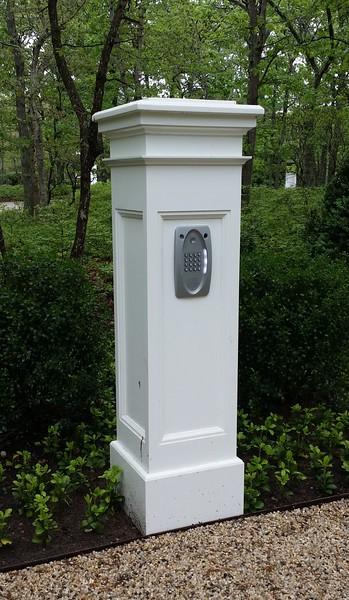 294 - Wainscott NY - Telephone Entry Post