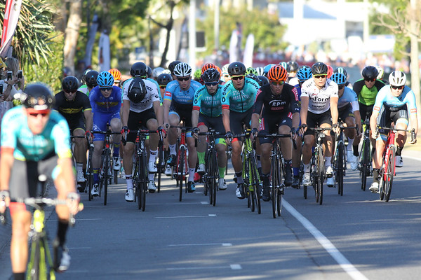 SUBARU Australian Open Criterium - Men - Cycling - Super Saturday at the Noosa Triathlon Multi Sport Festival, Noosa Heads, Sunshine Coast, Queensland, Australia. Saturday 29 October 2016. - Camera 1