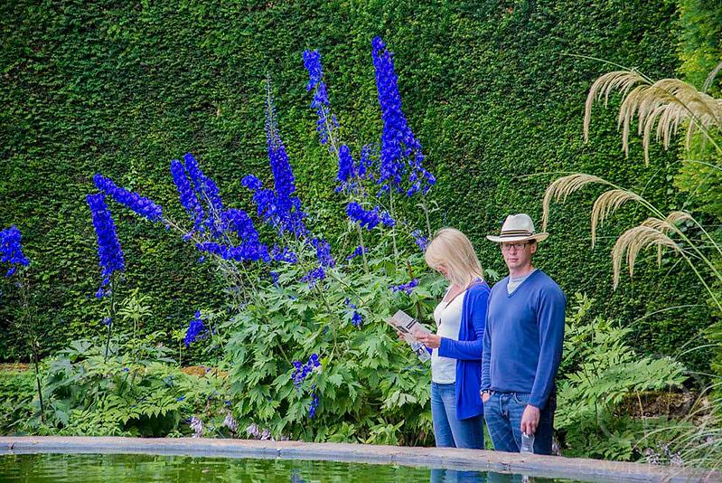 Nature_Lovers_in_Hidcote_Manor.jpg