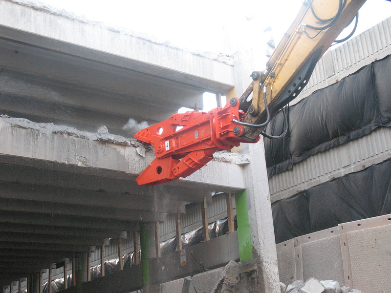 NPK M38G concrete pulverizer on Deere excavator-commercial demolition (4).JPG