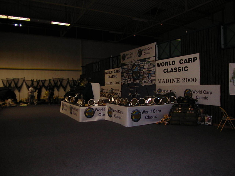 WCC00-prizegiv-Stage 2 - Side view of prizes