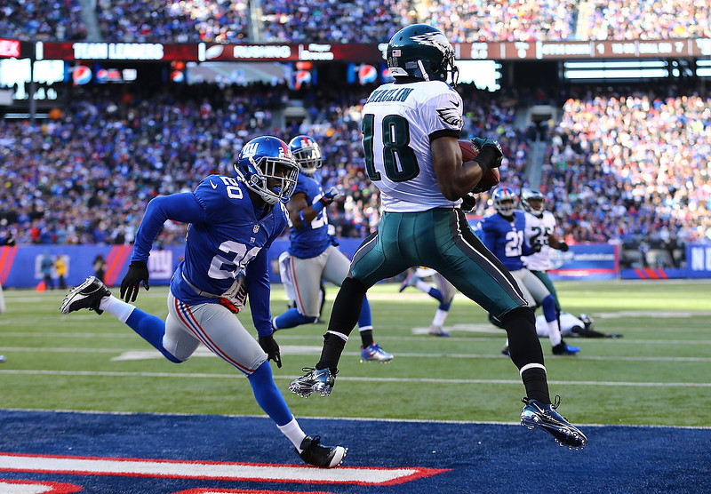 . Jeremy Maclin #18 of the Philadelphia Eagles catches a touchdown during their game against  Prince Amukamara #20 of the New York Giants at MetLife Stadium on December 30, 2012 in East Rutherford, New Jersey.  (Photo by Al Bello/Getty Images)