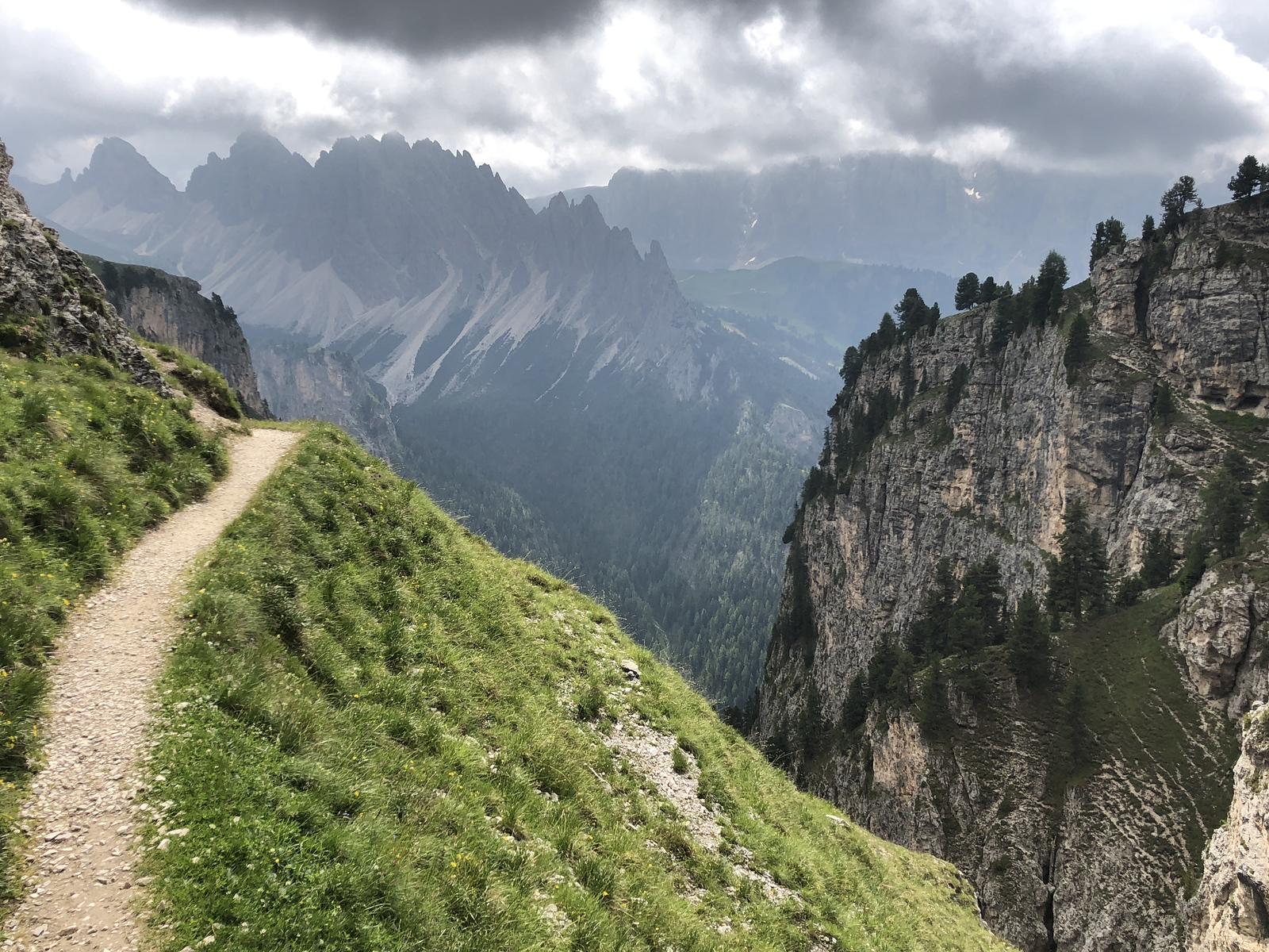 Trail leading to Rifugio Stevia