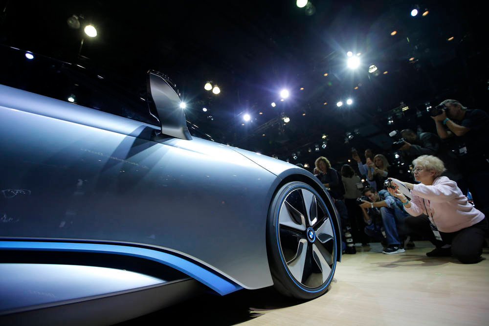 Description of . The BMW i8 Concept is shown at the LA Auto Show in Los Angeles, Wednesday, Nov. 28, 2012. (AP Photo/Jae C. Hong)