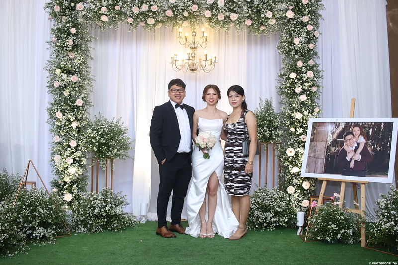 Vy-Cuong-wedding-instant-print-photo-booth-in-Bien-Hoa-Chup-hinh-lay-lien-Tiec-cuoi-tai-Bien-Hoa-WefieBox-Photobooth-Vietnam-092.jpg