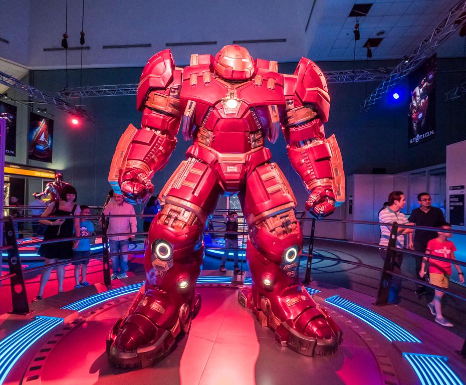 MARVEL'S AVENGERS S.T.A.T.I.O.N. - 3-metre tall Hulkbuster