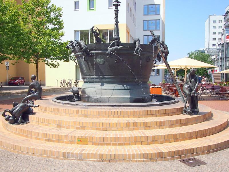 P7053401-fountain.JPG