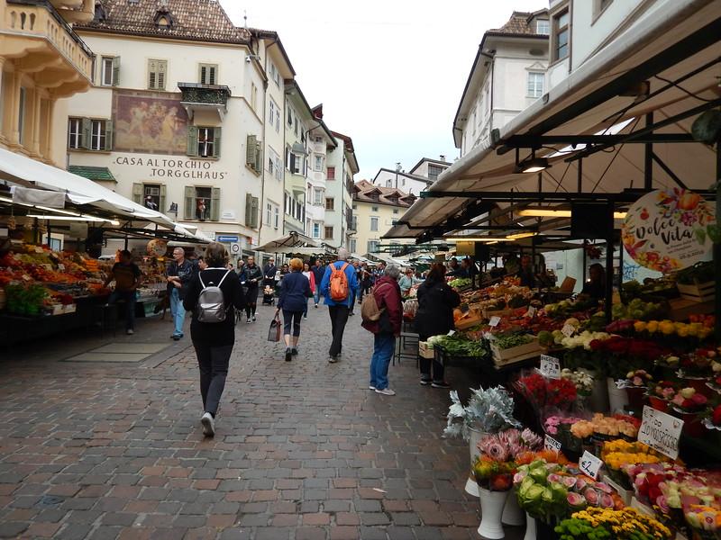 Bolzano_Italy_market.JPG
