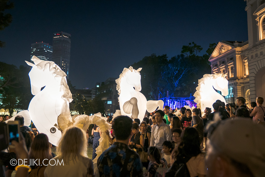 Singapore Night Festival 2018 – Performances / FierS à Cheval (by Compagnie des Quidams) crowd on lawn