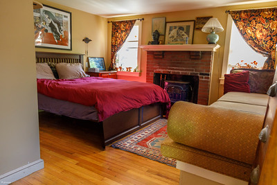 AirBnB - Bruce's Place in Orleans