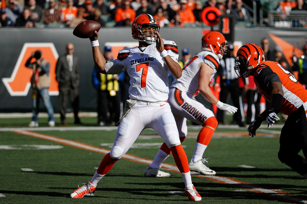 . Cleveland Browns quarterback DeShone Kizer passes in the first half of an NFL football game against the Cincinnati Bengals, Sunday, Nov. 26, 2017, in Cincinnati. (AP Photo/Frank Victores)