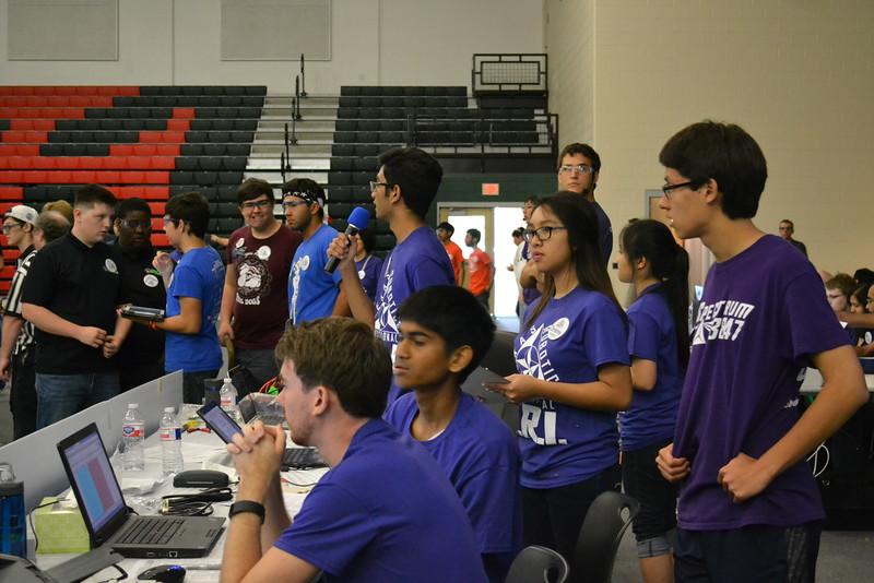 Volunteers announcing DSC_5933.JPG