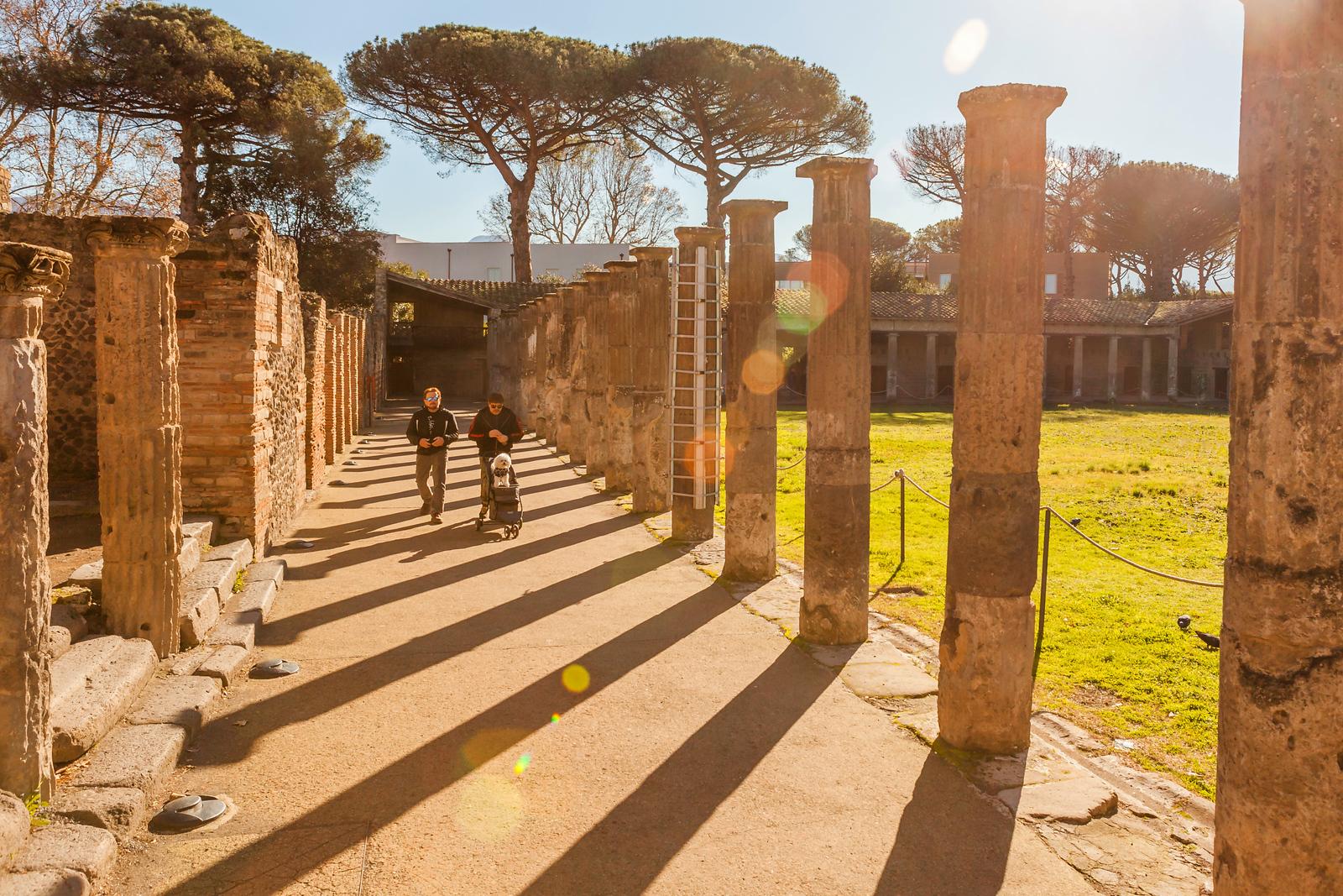 義大利一世紀古城龐貝,那時的露天劇場
