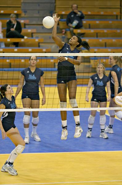 2004.12.04 - NCAA Women's Volleyball - CSULB @ UCLA