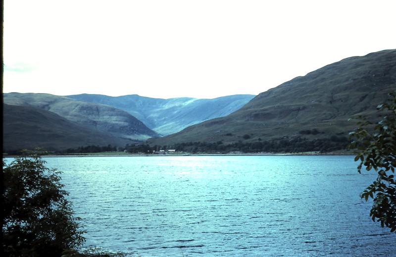 1959-9-7 (12) Mountains & Loch Linnke, @ Fort William, Scotlnd.JPG