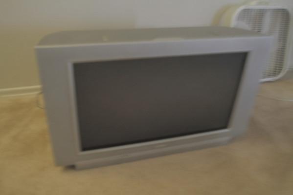 """Magnavox Phillips 32"""" HD TV wide screen"""