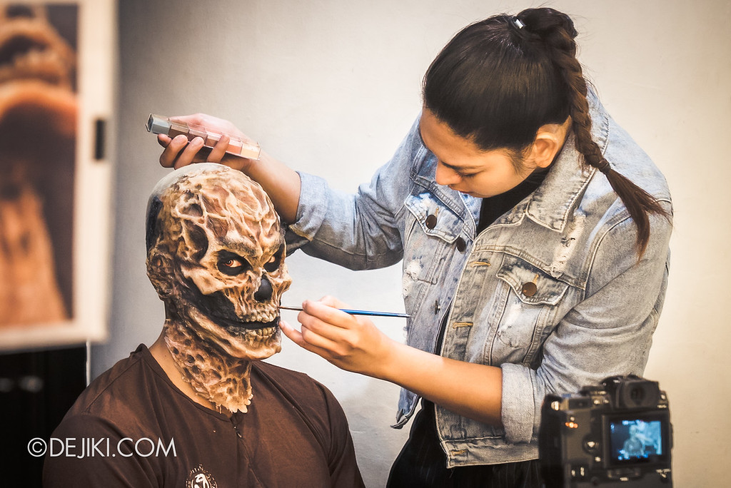 Universal Studios Singapore Halloween Horror Nights 8 Behind The Scenes / Creating the Yin Demon 2 stare