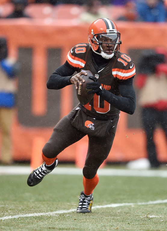 . Cleveland Browns quarterback Robert Griffin III looks to pass in the first half of an NFL football game against the Cincinnati Bengals, Sunday, Dec. 11, 2016, in Cleveland. (AP Photo/David Richard)