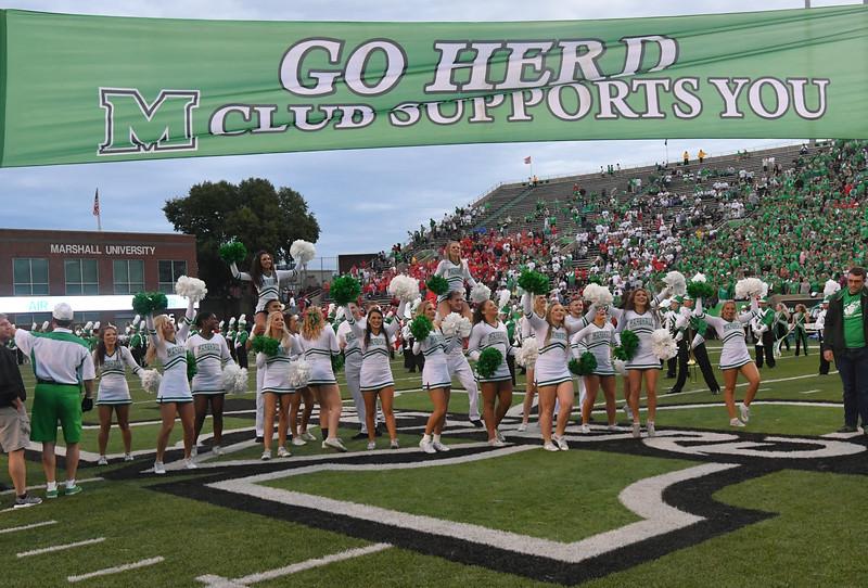 cheerleaders0502.jpg