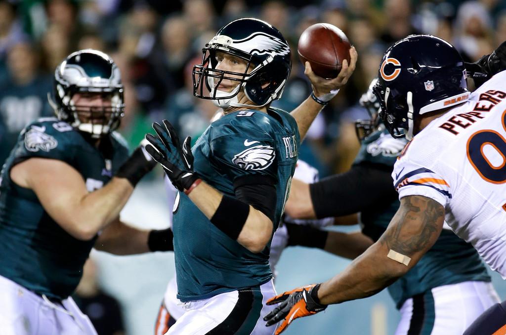 . Philadelphia Eagles\' Nick Foles passes during the first half of an NFL football game against the Chicago Bears, Sunday, Dec. 22, 2013, in Philadelphia. (AP Photo/Matt Rourke)