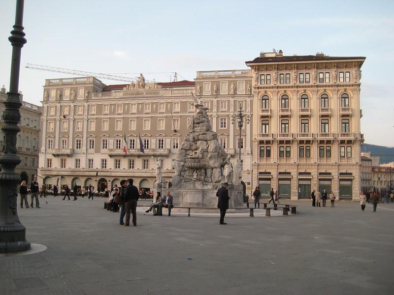 plaza_2.jpg