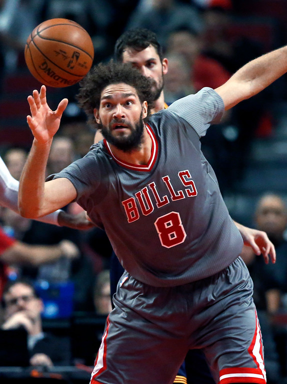 . Chicago Bulls center Robin Lopez watches the ball uring the second half of the team\'s NBA basketball game against the Cleveland Cavaliers on Friday, Dec. 2, 2016, in Chicago. The Bulls won 111-105. (AP Photo/Nam Y. Huh)
