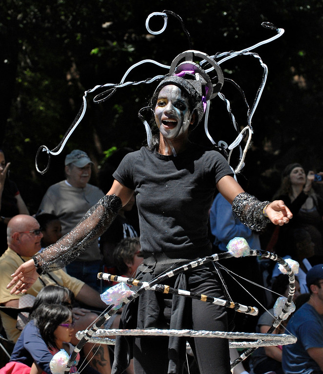 . Jeff Forman/JForman@News-Herald.com Breoni Turner of Laurel School, part of Parablokic Asymmetridal Metamorphosis, at the Cleveland Museum of Art 25th annual Parade the Circle June 14 in University Circle.