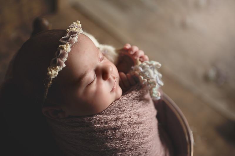 Newborn Lore-5.jpg