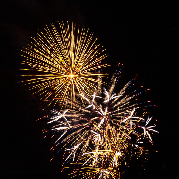 fireworks 2 no blur.jpg