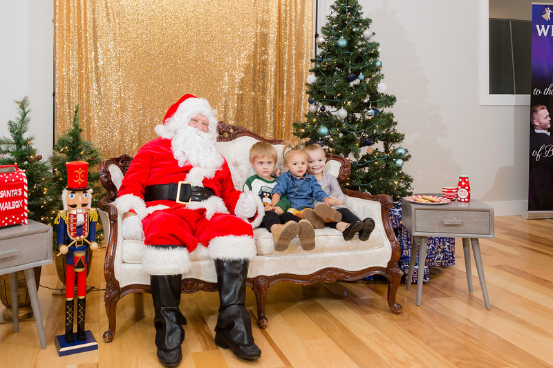 FADS Picture with Santa-303.jpg