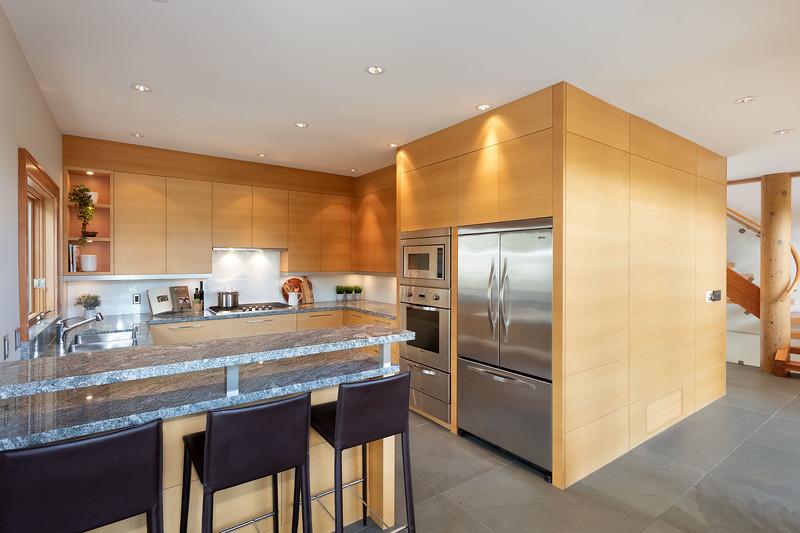 3335 Kitchen 2.jpg