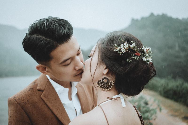 Tu-Nguyen-Destination-Wedding-Photography-Elopement-Vietnam-Pali-Louis-w-87.jpg