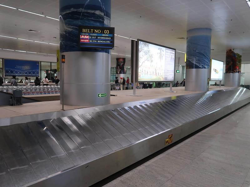 IMG_7657-baggage-claim.JPG