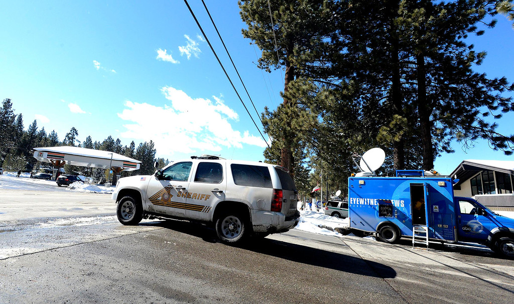 . A deputy leaves for patrol from  the San Bernardino County Sheriff\'s Department  Big Bear Station as seen in Big Bear Lake February 1, 2013.  After four days of active searching, authorities has drastically reduced the manhunt for Christopher Dorner in the Big Bear area.  Schools in the Big Bear area have reopened today.  GABRIEL LUIS ACOSTA/STAFF PHOTOGRAPHER.