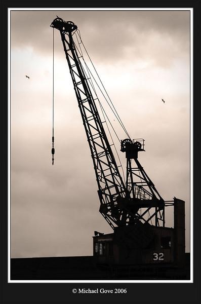 Bristol docks crane (63135900).jpg