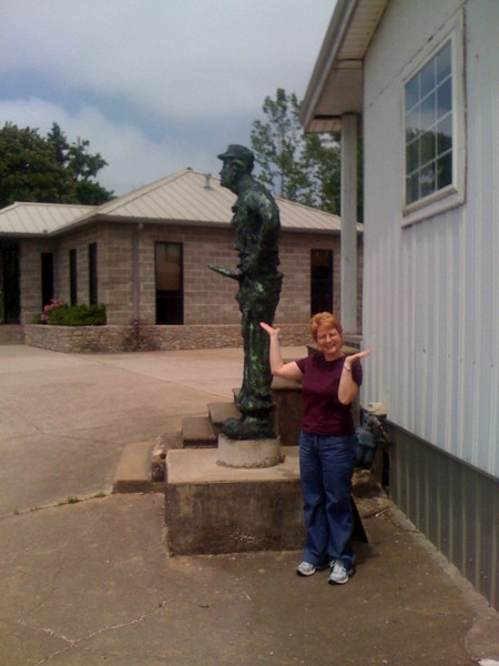 Hohenwald statue better pic.jpg