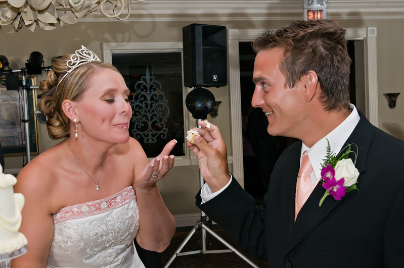 126 Mo Reception - Heather & Justin Eating Cake.jpg