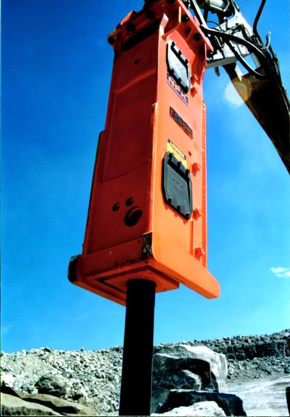 NPK E225 hydraulic hammer on Cat excavator at Marblehead quarry (5).JPG