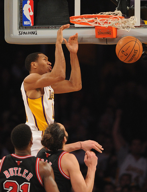 . Los Angeles Lakers\' Wesley Johnson dunks over Chicago Bulls in the NBA basketball game at Staples Center in Los Angeles, CA. on Sunday, February 9, 2014. (Photo by Sean Hiller/ Daily Breeze).