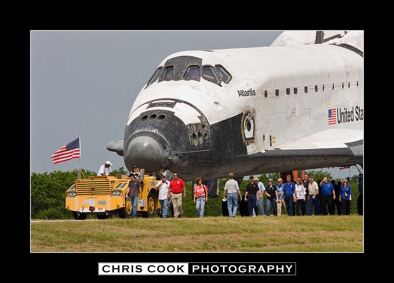 STS-135-landing-31.jpg