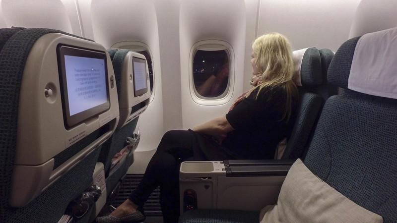 cathay-pacific-premium-economy-seats-4.jpg