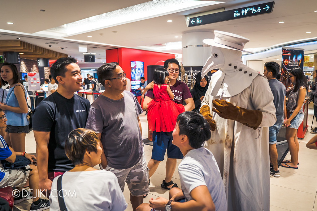 Halloween Horror Nights 7 Before Dark 5 - Scare Actor Meet and Greet HHN7 Icons at Tampines Mall - Doctor White 5