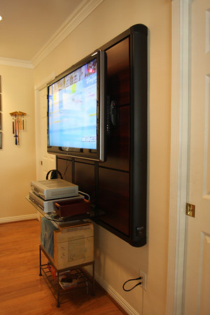 200808 Flatscreen TV