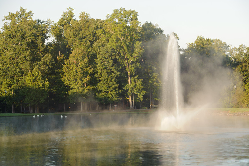 Lake-hollifield-fountain-1.jpg