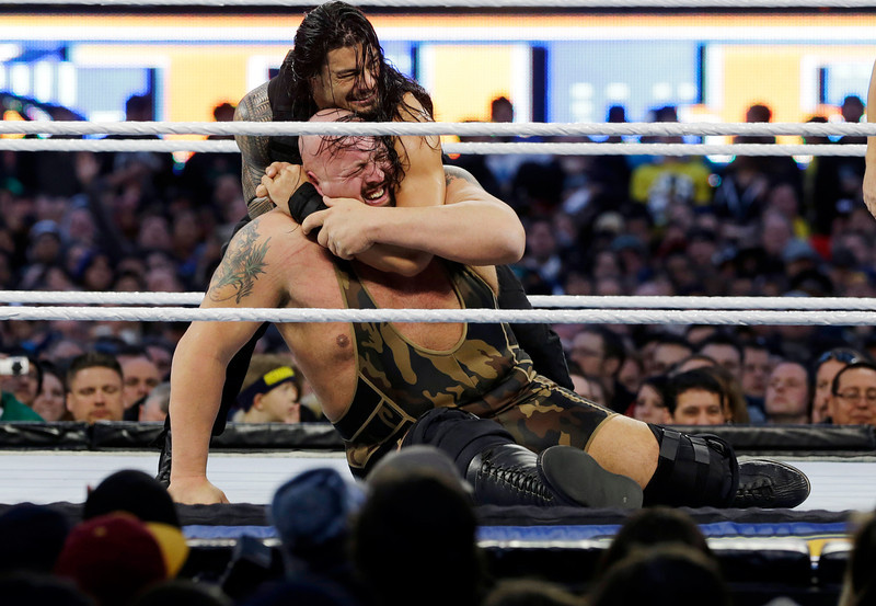 """. Leati Joseph \""""Joe\"""" Anoa\'i, known as Roman Reigns, top, locks up Paul Randall Wight Jr., known as Big Show, during the WWE Wrestlemania 29 wrestling event, Sunday, April 7, 2013, in East Rutherford, N.J. (AP Photo/Mel Evans)"""