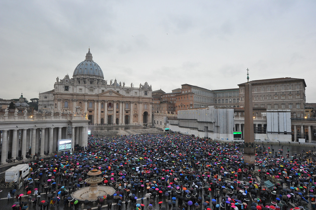 . People wait under rain at St Peter\' square during the conclave on March 13, 2013 at the Vatican.   AFP PHOTO TIZIANA FABI/AFP/Getty Images