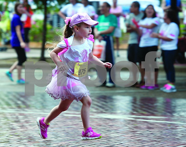 packet-pickup-registration-continues-for-the-18th-annual-susan-g-komen-race-for-the-cure-saturday