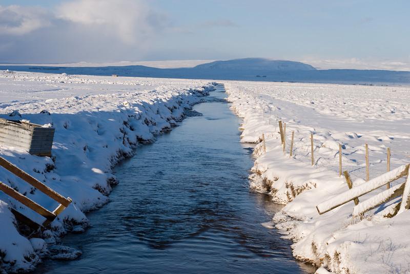 Horft eftir áveituskurði Irrigation ditch