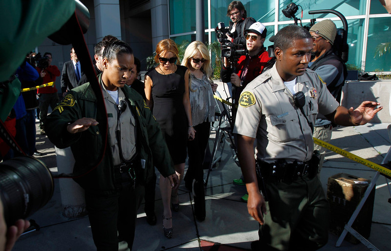 . Actress Lindsay Lohan leaves a probation violation hearing at Airport Branch Courthouse in Los Angeles, California January 30, 2013. REUTERS/Mario Anzuoni