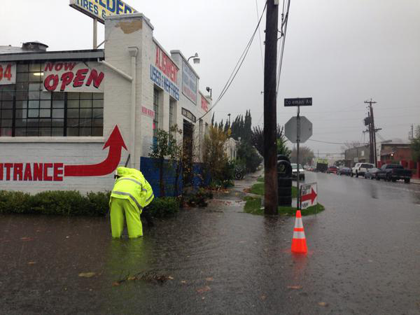 . Storm drains can\'t keep up with the flooding on Coleman Avenue in San Jose, Calif., on Thursday, Dec. 11, 2014.  (Matt O\'Brien/Bay Area News Group)